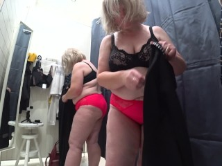 Mature Busty BBW In The Fitting Room. hidden camera