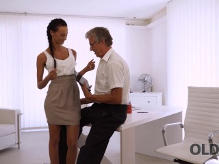 OLD4K Old guy stretches sexy colleague instead of working on project