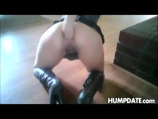 This hot babe has amazing anal fisting skills