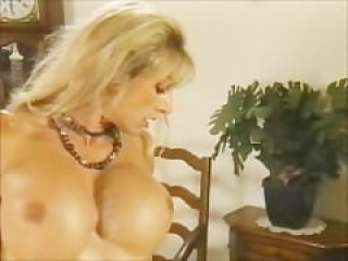 Spicy mature bodybuilder with enormus clit gets her pussy fisted