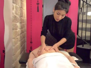 Thai oil massage with happy end of a Polly Pons fan