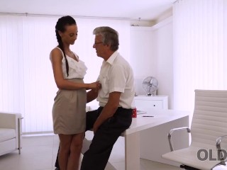 old4k. babe has a crush on her sexy mature boss and wants hot sex with him