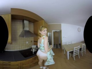 Anny Aurora is a vintage housewife in VR