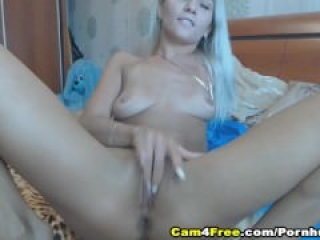 Sexy Blonde Babe Enjoy Toying Herself