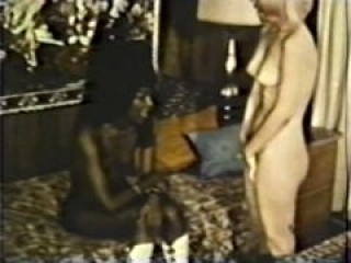 Lesbian Peepshow Loops 586 70s and 80s - Scene 2