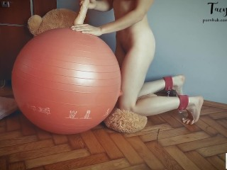 Sporty teen with slim body masturbate her pussy on a fitness ball - Tacy Tight