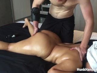 20 yo Asian Amateur gf CHOKED Squirts Big Ass Real Massage Singapore Hotel