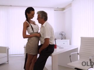 OLD4K. Incredible brunette catches the moment to seduce old man