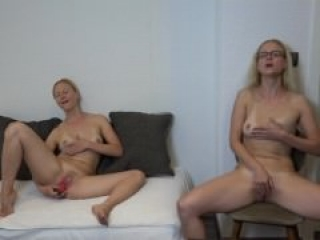 Squirting Twins - who squirts at first ?