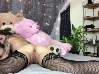 Tiny teen twerks and plays with hairy little pussy until she cums