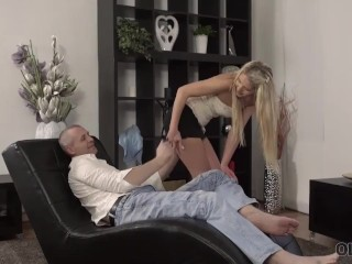 OLD4K. Pretty gal and friends dad have unplanned fuck on the daybed