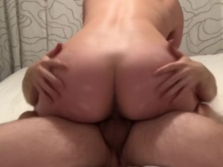 Amateur sucks and fucks and plays with cumshot