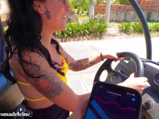 My friend controls my lush while I drive on the beach And masturbate my cream pussy