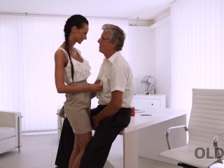 OLD4K. Quick sex is the way old guy and his secretary relax after work
