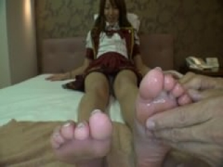 JAPANESE TEEN SOLES WORSHIP/TICKLING (EXTREMELY WET!)
